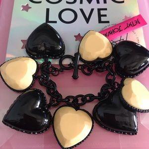 Chunky heart charm bracelet Betsey Johnson B39